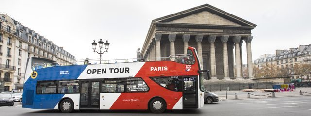 Bus Hop on Hop Off Open Tour devant la Madeleine à Paris
