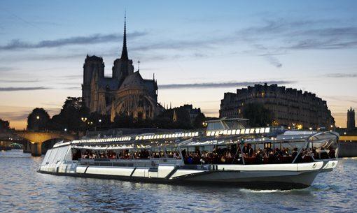 Idee Cadeau A Paris.Offrir Un Cabaret Une Croisiere Sur La Seine Idee Cadeau