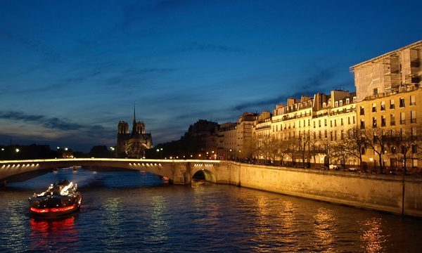 Bateaux-Mouches - boat on the Seine by night