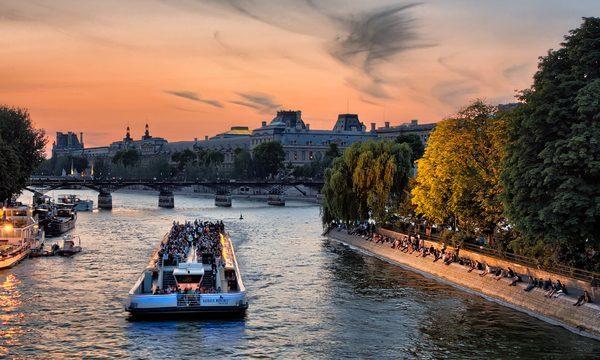 Bateaux-Mouches - Croisière Promenade sur la Seine à Paris - A la tombée du jour