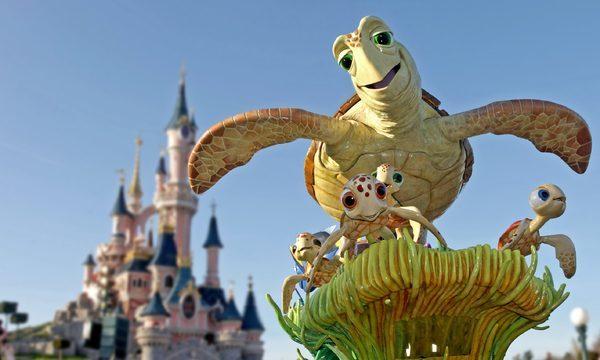 Disneyland® Paris, Disney stars on Parade  Découvrez un monde nouveau, monde de Nemo ©DISNEY
