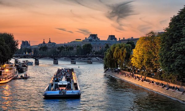 Bateaux-Mouches - Croisière de Nuit à Paris