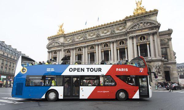 Bus Hop on Hop Off Open Tour devant l'Opéra Garnier à Paris