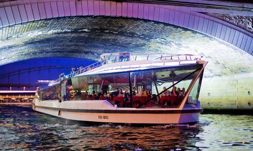 Bateaux-Mouches - Jean Bruel sous les Ponts de Paris