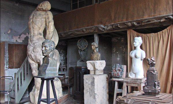 L'atelier de l'artiste avec ses sculptures © Musée Bourdelle