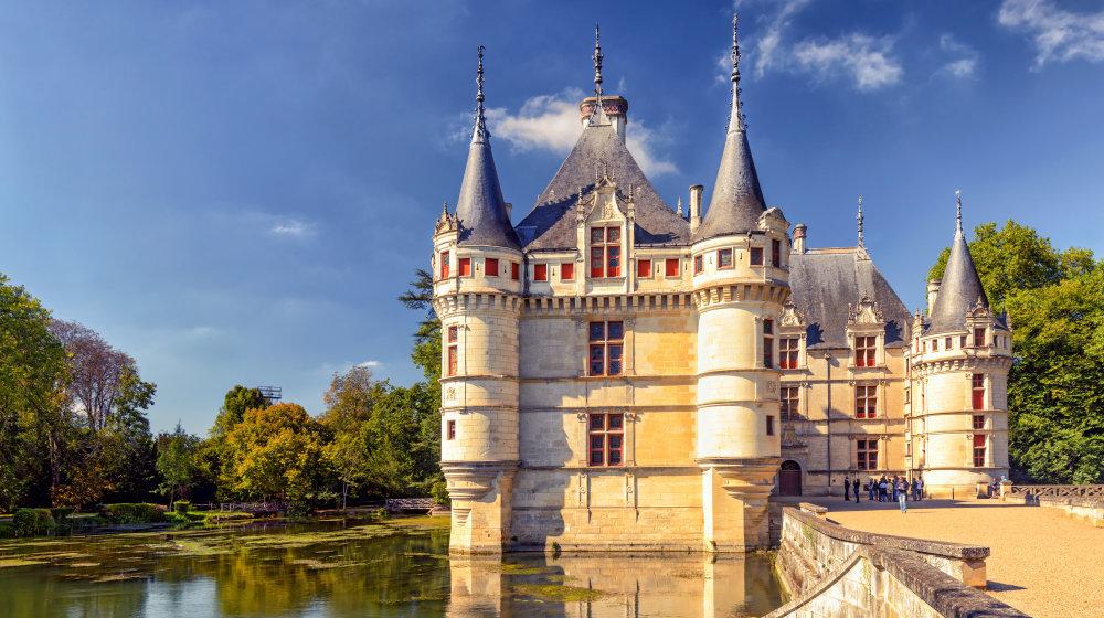 The_chateau_de_Azay-le-Rideau_castle_in_France_scaliger_-_Fotolia
