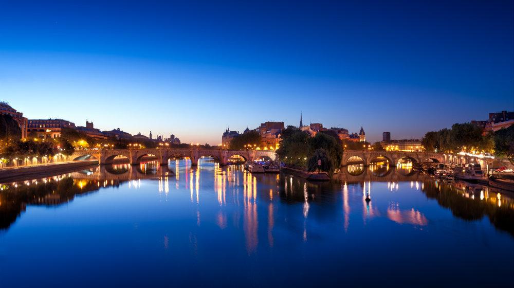 Pont-Neuf sur la Seine la nuit