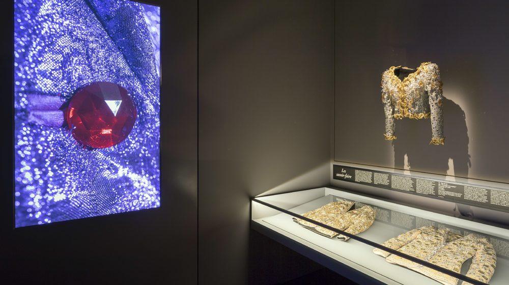 Musée Yves Saint Laurent, Veste de soir dite hommage à ma maison
