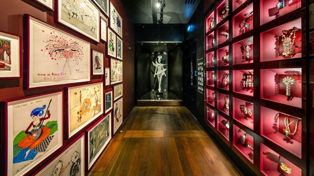 Musée Yves Saint Laurent Paris : Ecrin de bijoux fantaisie et dessins du créateurMusée Yves Saint Laurent Paris : cabinet de bijoux © Musée Yves Saint Laurent Paris / Luc Castel