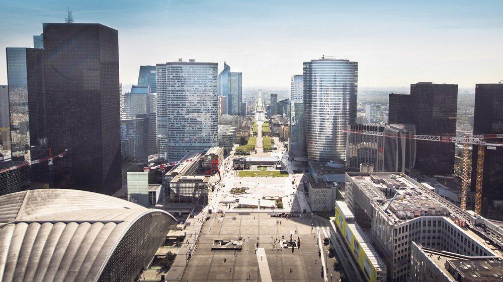 La Grande Arche de la Défense - vue panoramique de la plateforme d'observation sur l'axe Arc de Triomphe et Place de la Concorde