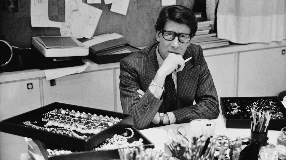 Yves Saint Laurent dans son studio, 1986 © DR