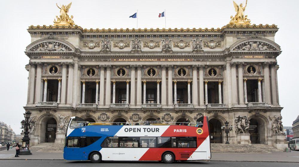 Open Tour devant l'Opéra Garnier