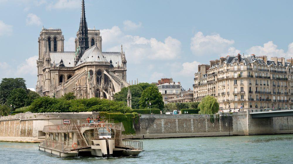 Bateaux Parisiens - Croisière Promenade devant la Cathédrale Notre-Dame de Paris