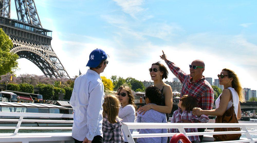 Bateaux-Mouches - Croisière Promenade sur la Seine à Paris - Tour Eiffel