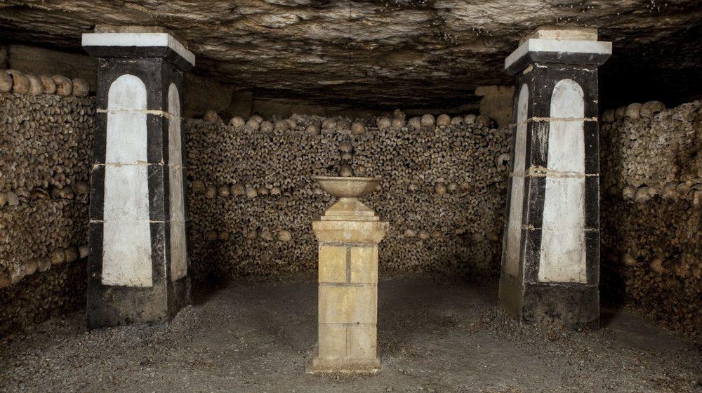 Catacombes de Paris Ossuaire, secteur de la lampe sépulchrale. Paris musée Carnavalet