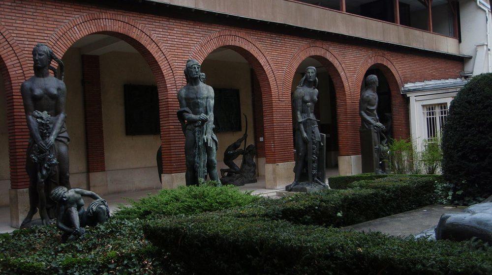 Entrée du musée Bourdelle avec sculptures de l'artiste © Musée Bourdelle