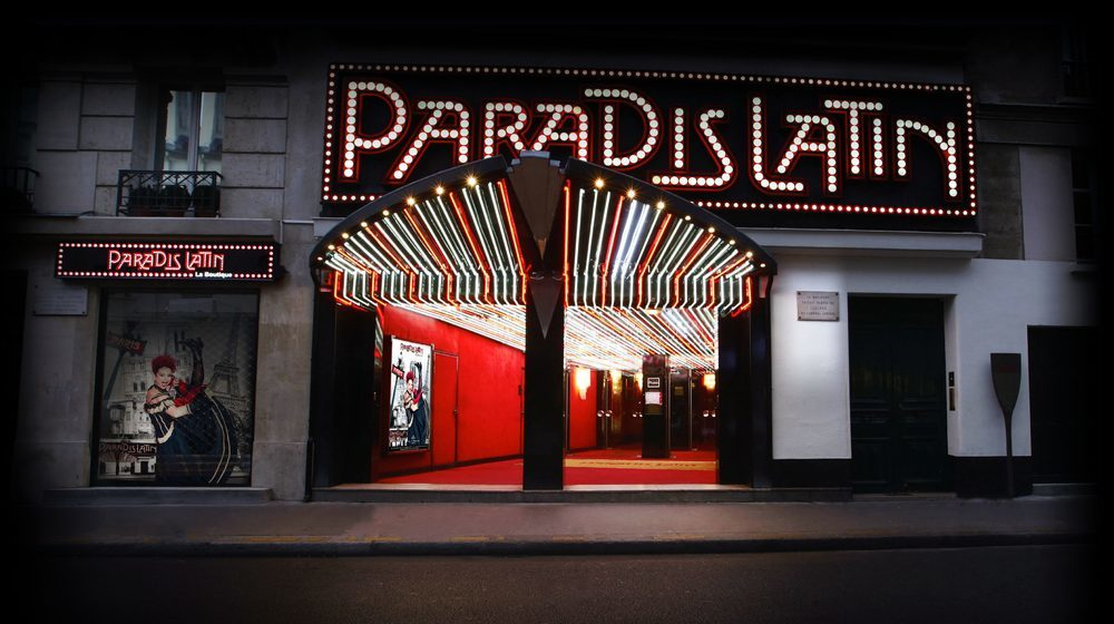 Paradis Latin - Soirée de Noël - Nouvelle Revue de Kamel Ouali Oiseau Paradis avec Iris Mittenaere
