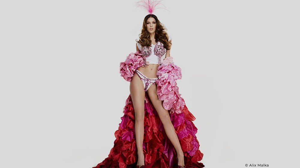 Paradis Latin - Saint-Valentin - Nouvelle Revue de Kamel Ouali Oiseau Paradis avec Iris Mittenaere