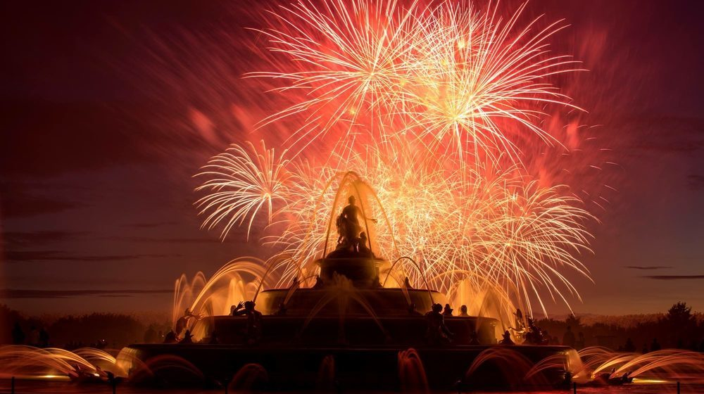 Night Fountains Show: Fireworks in the gardens of the Château de Versailles