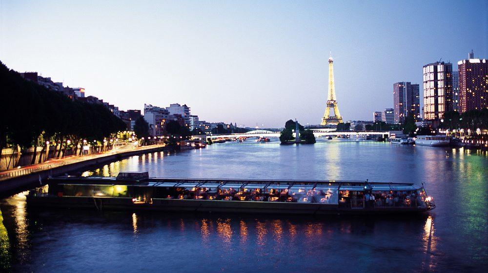 Nouvel An à Paris Dîner Croisière à bord de l'Onyx des Bateaux Parisiens