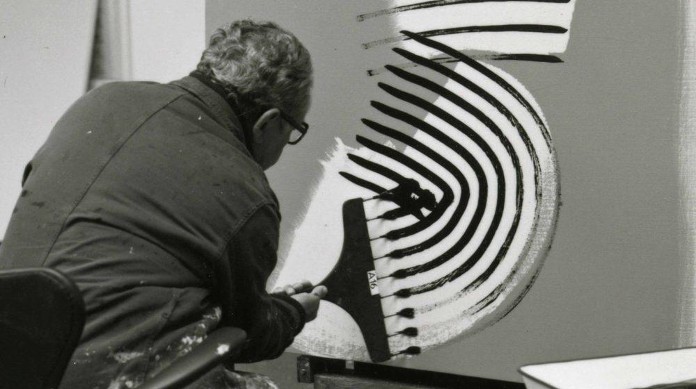 François Walch, Hans Hartung dans son atelier d'Antibes, 1975 Photographie © ADAGP, Paris 2019 Photo : François Walch