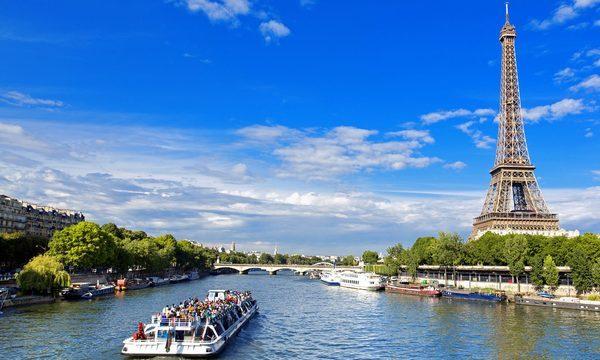 Bateaux-Mouches - Promenade sur la Seine avec vue sur la Tour Eiffel