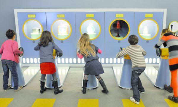Cité des Sciences et de l'Industrie - Enfants jouer visite